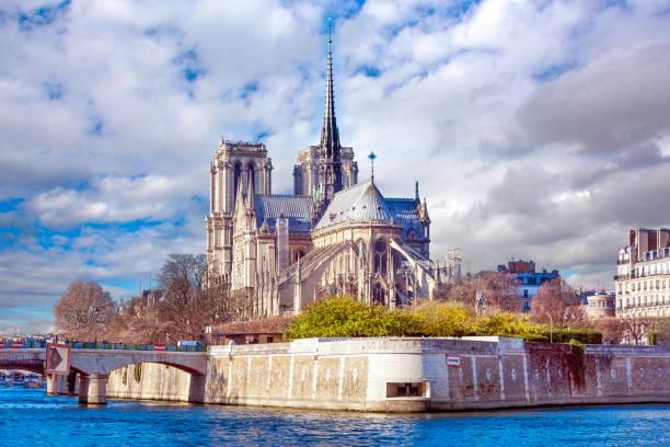 paris, frankreich-ansicht von notre-dame de paris und seine - kathedrale von notre dame stock-fotos und bilder