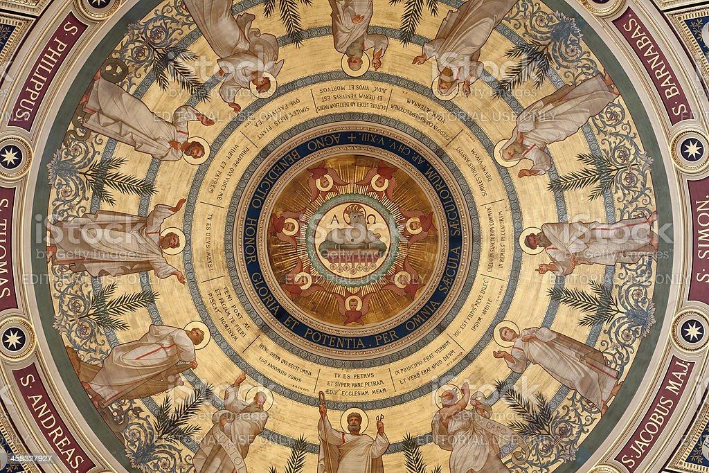 Paris-fresco da cúpula da Igreja de Saint Francois Xavier - foto de acervo