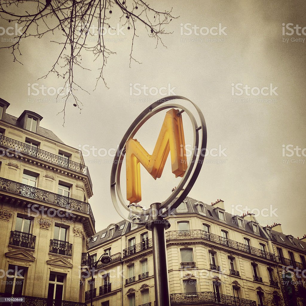 Paris Metro Sign (Mobilestock) – Foto