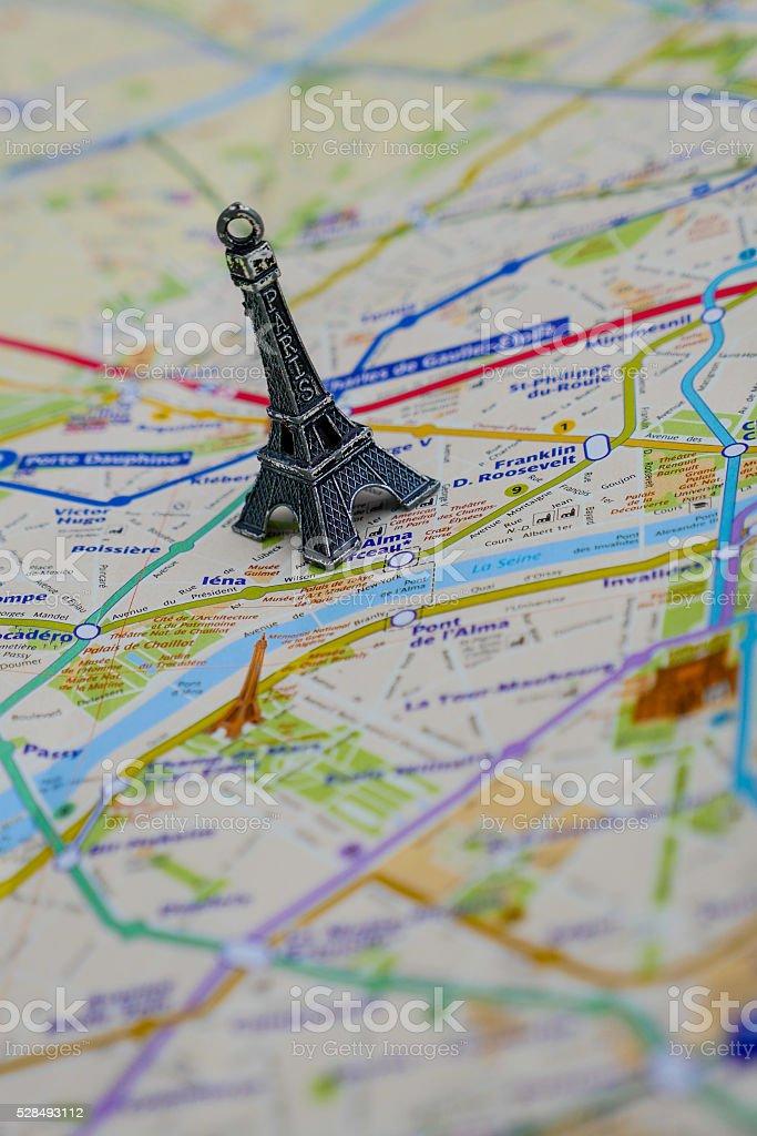 Karte Paris Eiffelturm.Parisname Auf Der Karte Mit Roten Eiffelturm Miniatur