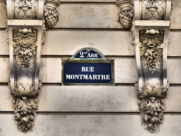 paris schild de rue-rue montmartre old street sign - straßenschild stock-fotos und bilder