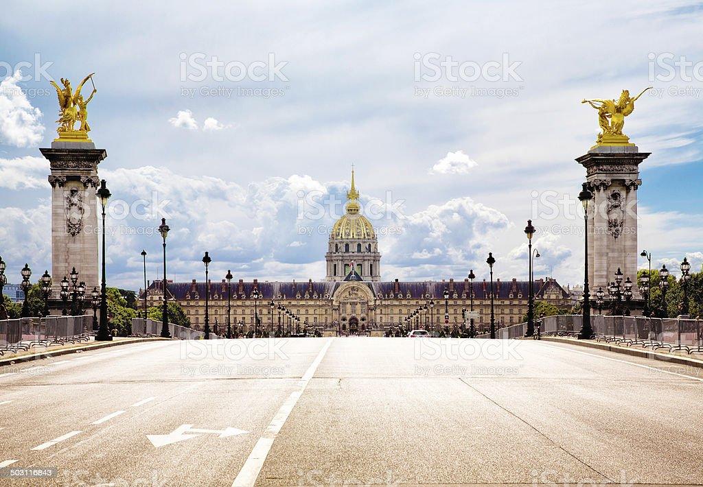 Paris Pont Alexandre III et les Invalides stock photo