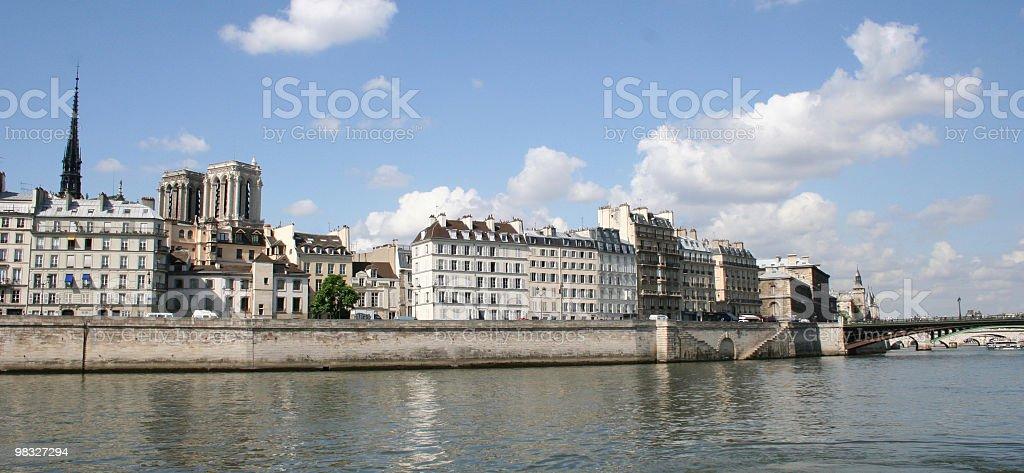 skyline di Parigi con Notre-Dame foto stock royalty-free