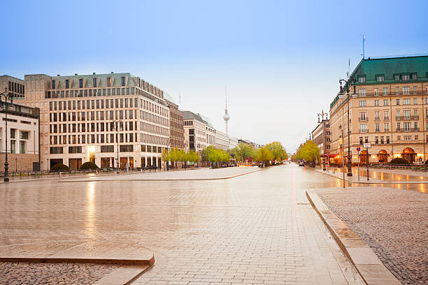 paris platz unter den linden street in berlin - berlin mitte stock-fotos und bilder