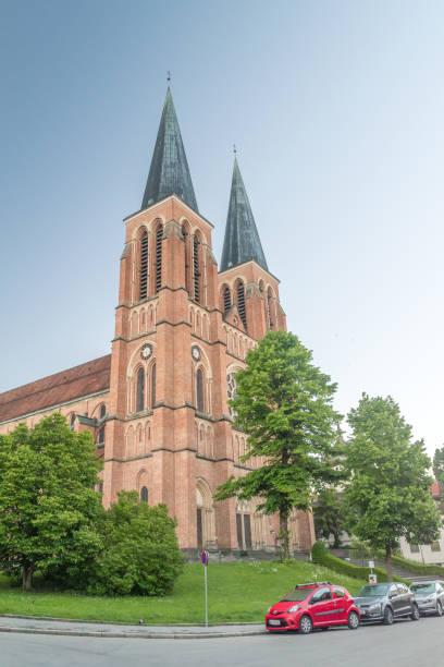 parish church bregenz of heart of jesus (pfarrkirche bregenz-herz jesu). - jesus and heart zdjęcia i obrazy z banku zdjęć