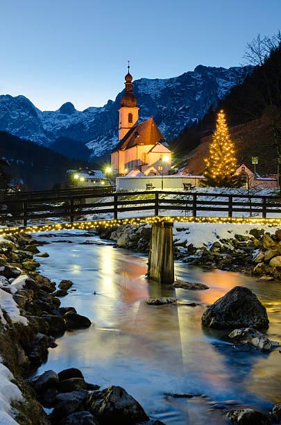 Parish-Kirche St. Sebastian an Weihnachten – Foto