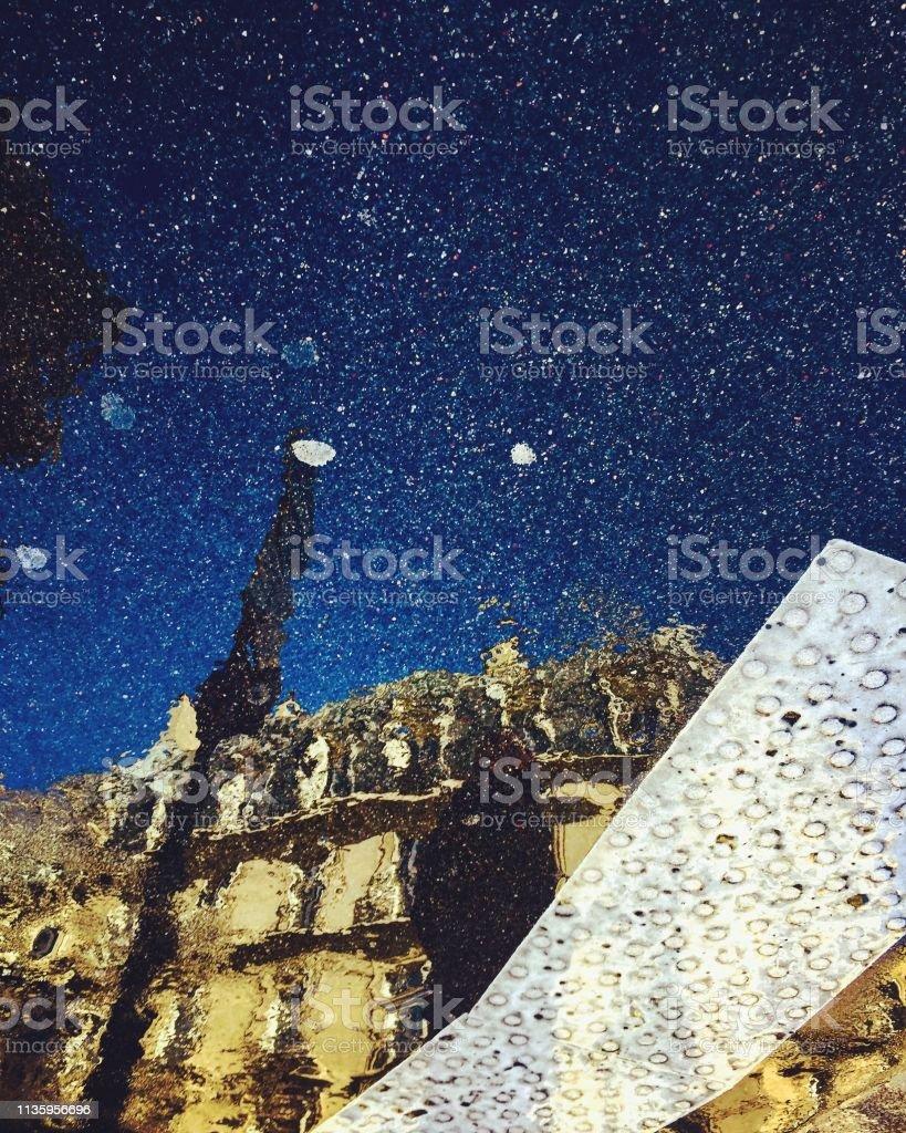 Pariser Bauspiegelung in Pfützen – Foto