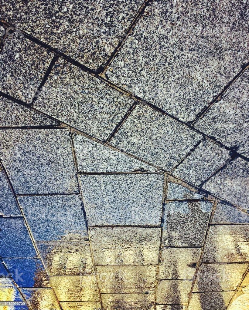 Pariser Bauspiegelung auf Betonsteig – Foto