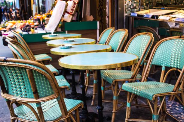 café parisien - mode paris photos et images de collection