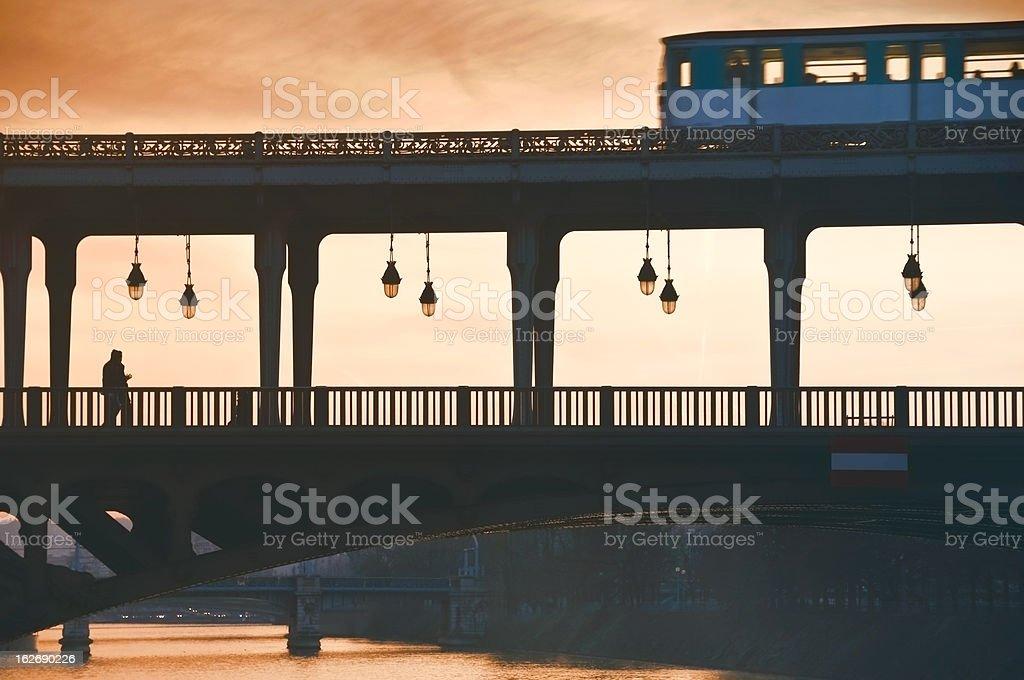 Métro parisien Pont de Bir Hakeim - Photo