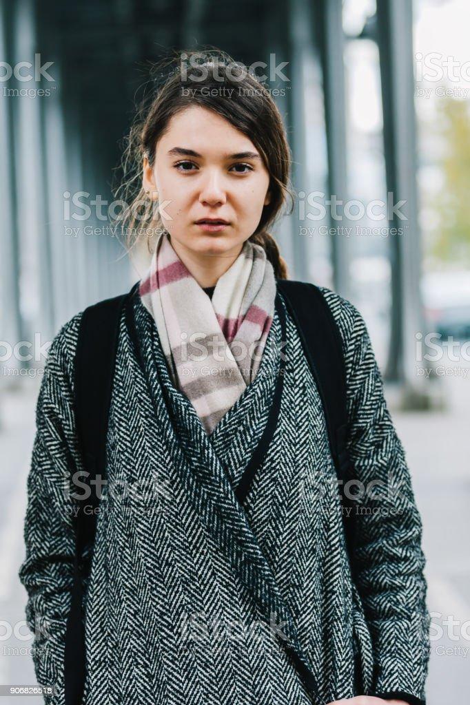 Portrait de jeune parisienne à Paris - Photo