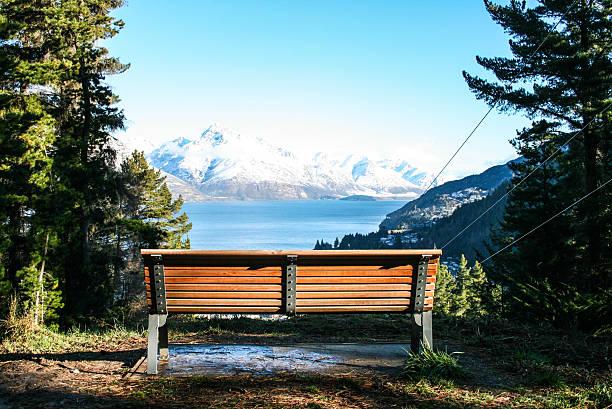 park bench vor lake - bayerische brotzeit stock-fotos und bilder