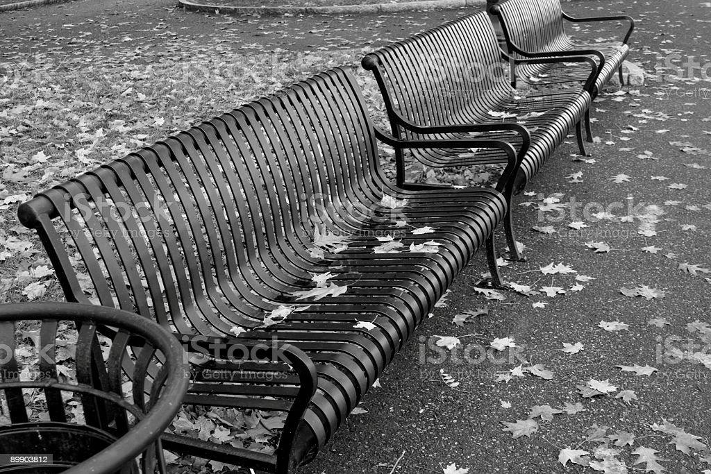 Park Bench umgeben von Herbstlaub läuft abstrakte Lizenzfreies stock-foto