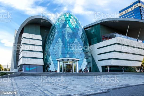 Park bulvar shopping centre picture id1028050478?b=1&k=6&m=1028050478&s=612x612&h=lysozo2p1fqzgjp3lm utsei6a8zduk5annnwo6c6js=