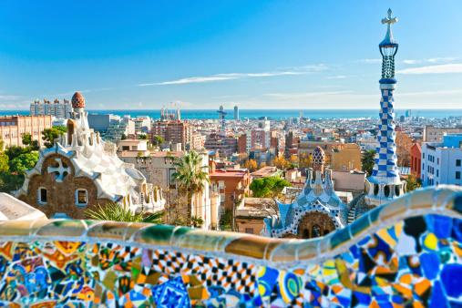 Park Guell In Barcelona Spain Stockfoto en meer beelden van Antoni Gaudí