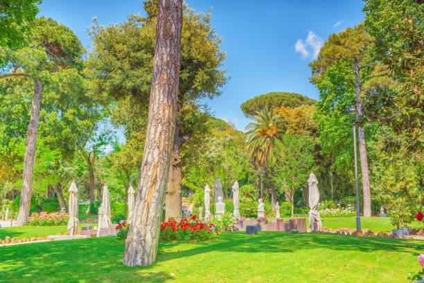 park near beautiful villa medici in rome. - rome road central view foto e immagini stock