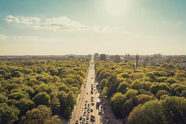 パーク、街と街並みの眺め - グローサーシュテルン広場 ストックフォトと画像