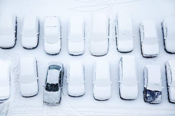 Parkenden Autos im Schnee – Foto