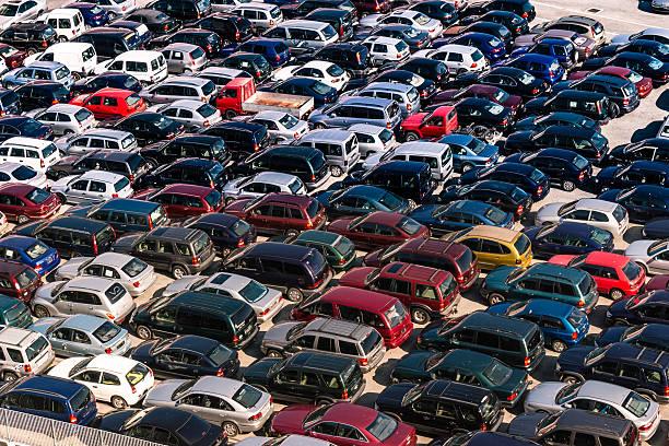 parkenden autos  - versteigerung stock-fotos und bilder