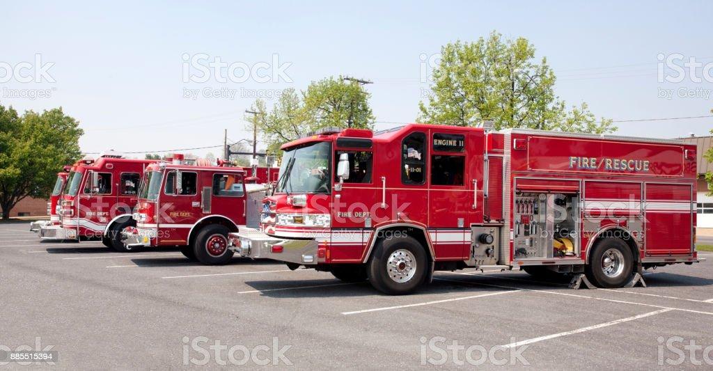 Parkerade brandbilar bildbanksfoto