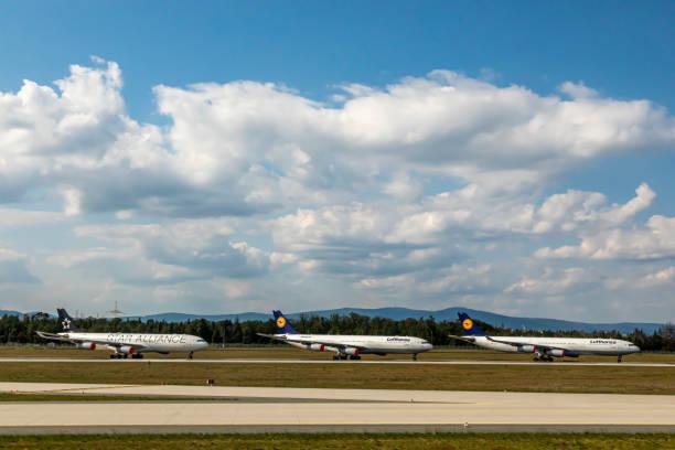 Geparkte Flugzeuge am Frankfurter Flughafen. – Foto
