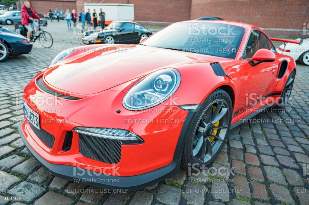 Estacionado Porsche 911 GT3 durante o evento com Magnus Walker sobre o Hamburgo do mercado de peixe - foto de acervo