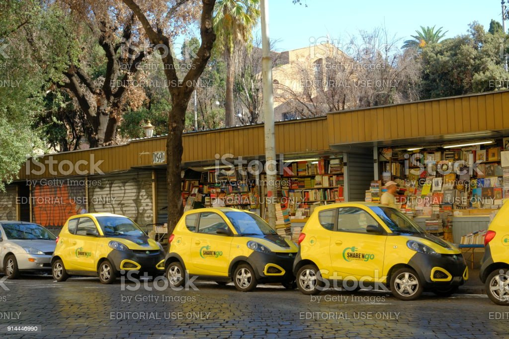 Coches aparcados de Share'ngo amarillo foto de stock libre de derechos