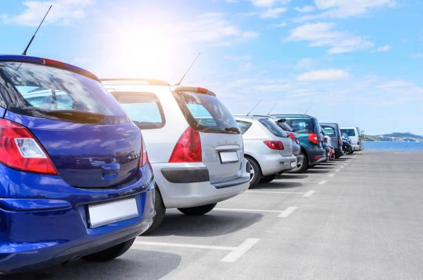 parque de estacionamento junto ao mar. - parking - fotografias e filmes do acervo