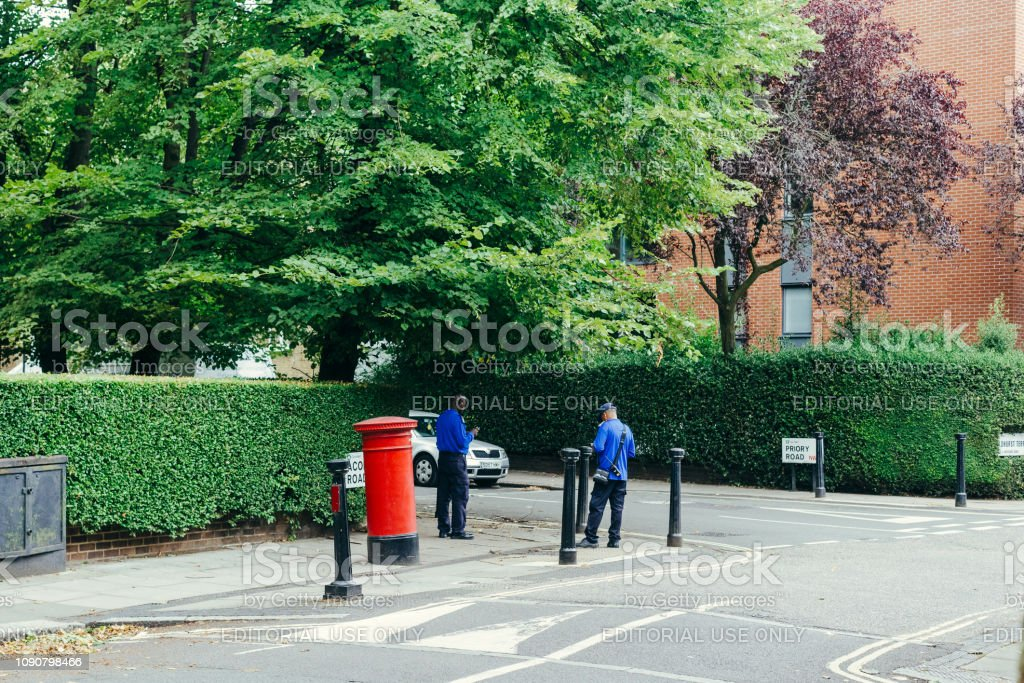 Policiais de estacionamento - foto de acervo
