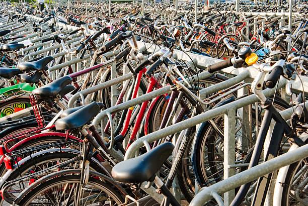 Parkplätze für Fahrräder – Foto