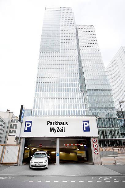 parkgarage my zeil, frankfurt am main - parkhaus frankfurt stock-fotos und bilder
