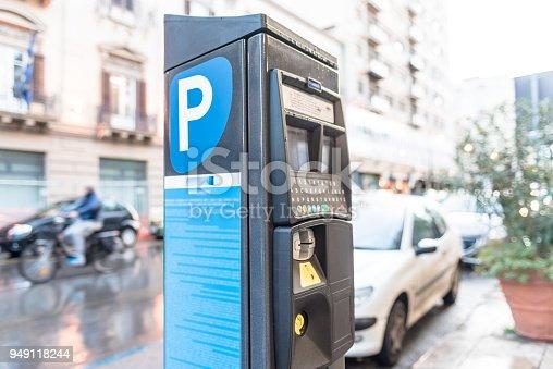 Medidor De Estacionamiento Sin Servicio De Valet Foto de stock y más banco de imágenes de Aire libre