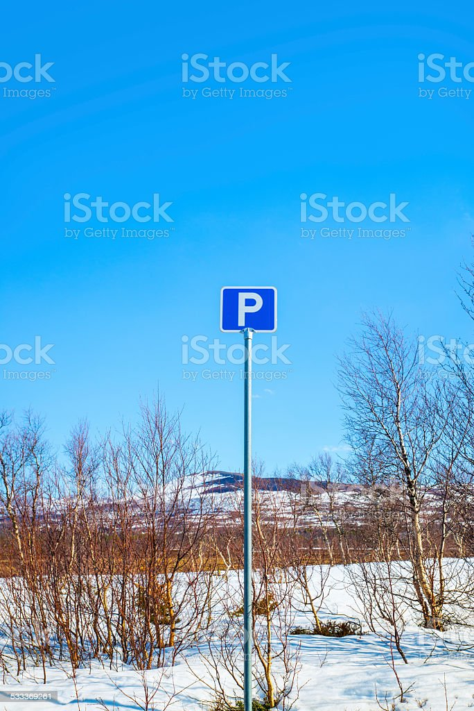 parking sign with mountains and blue sky in the background stock photo