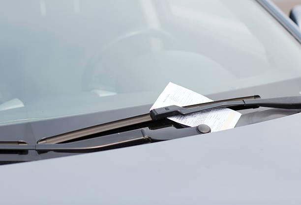 Strafzettel an ein Auto Windschutzscheibe – Foto