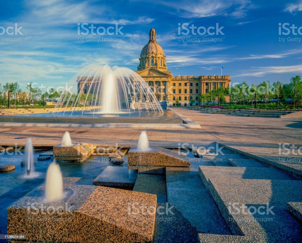 Parlament-Gebäude mit Innenhof und Brunnen Edmonton, Alberta, Kanada – Foto