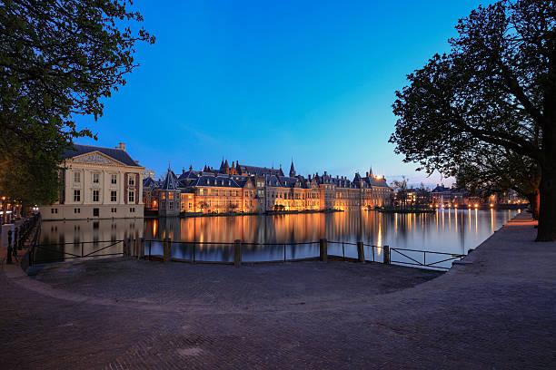 parliament buildings in the hague - mark rutte stockfoto's en -beelden