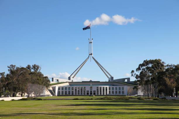 parliament house, canberra, australien - canberra skyline bildbanksfoton och bilder