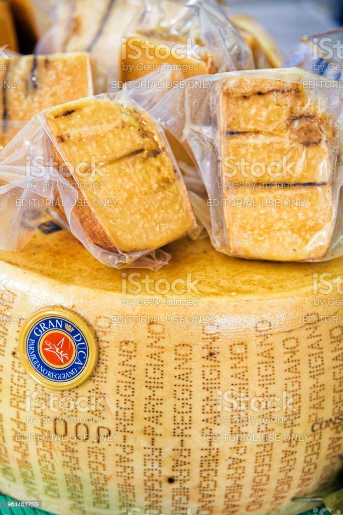 Parmigiano kaas display straat markt Slovenië van Lake Bled - Royalty-free Aanrecht Stockfoto