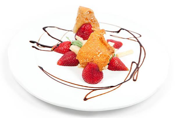 파르미지아노 레지아노 치즈, 딸기 샐러드 - 누벨퀴진 뉴스 사진 이미지