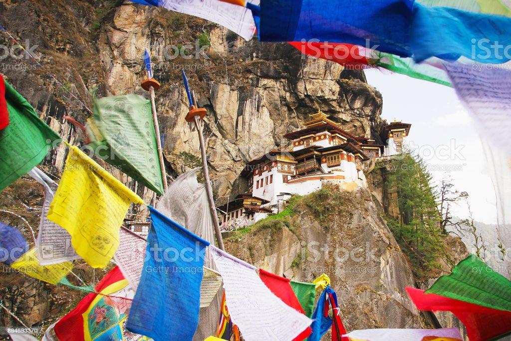 Paro Taktsang, monasterio, conocido como nido tigre - foto de stock