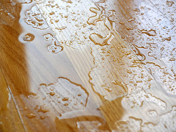 Parquet. Water drops on wooden surface. – Foto