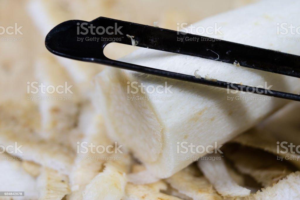 파 슬 리는 부엌 강판에 강판 이다. 부엌 싱크대 그리고 샐러드의 준비입니다. 어두운 배경입니다. - 로열티 프리 0명 스톡 사진