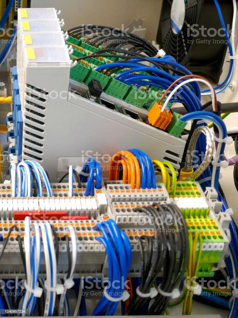Cabling of static energy metersan circuitbreakers.