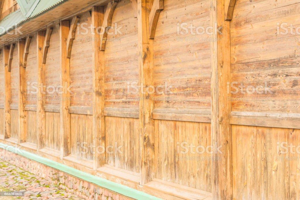 Houten Planken Voor Muur.Deel Van Het Huis Namelijk Een Muur Zonder Ramen Gebouwd Van Houten Planken Met Het Gebruik Van De Rekening Houdend Met Verticale Ondersteunt Het
