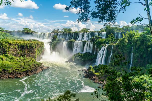 從阿根廷國家公園看到的伊瓜蘇瀑布的一部分 - 大自然 個照片及圖片檔