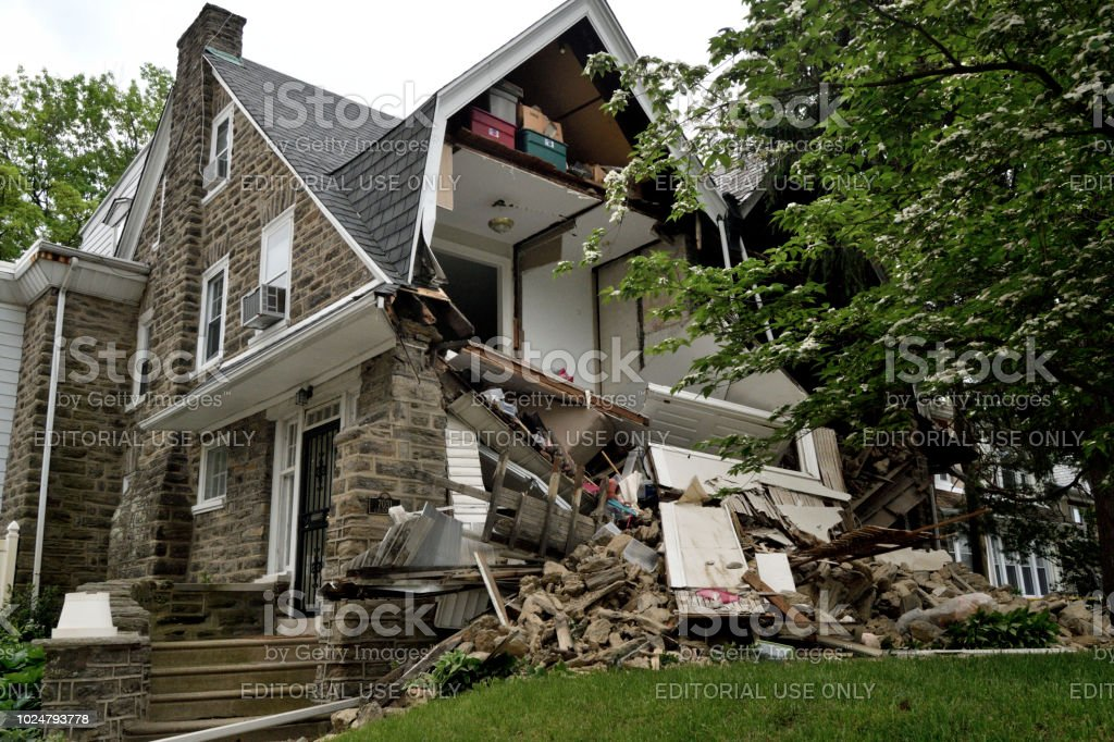 Partial House Collapse in Philadelphia, PA Philadelphia, PA, USA - May 22, 2018; Emergency crews respond to a partial home collapse in the West Mount Airy neighborhood in Philadelphia, PA, on May 22, 2018. Accidents and Disasters Stock Photo