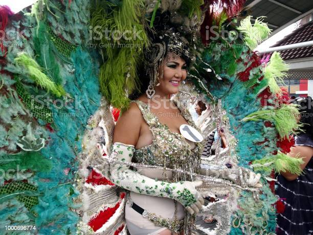 Participant in her colorful costume at a parade during the sumaka in picture id1000696774?b=1&k=6&m=1000696774&s=612x612&h=aiin9phpyl0uw7wtg52ycjr qhujflkjnf9g44dnsso=