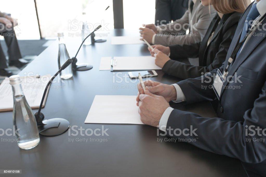 記者会見の参加者 ストックフォト