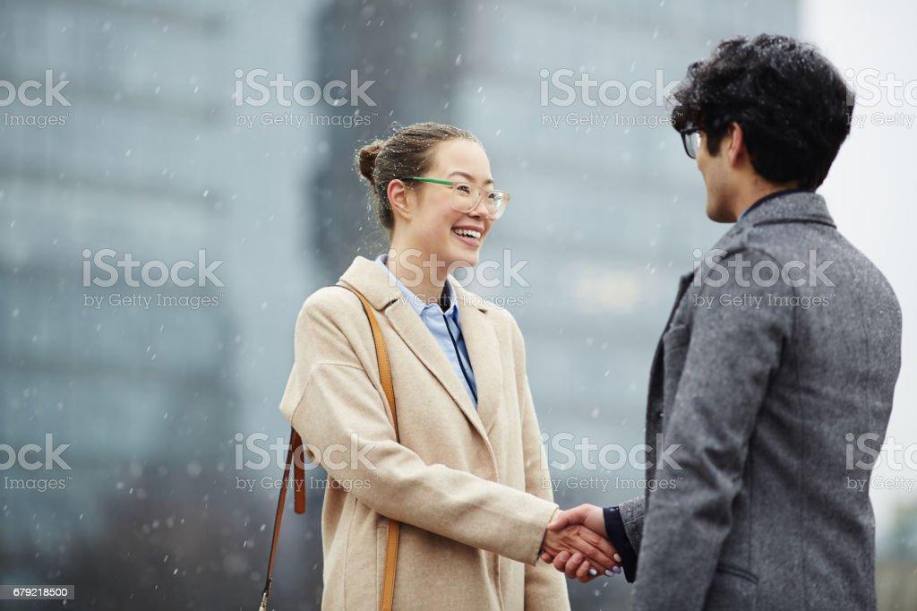 handshaking partenaires photo libre de droits