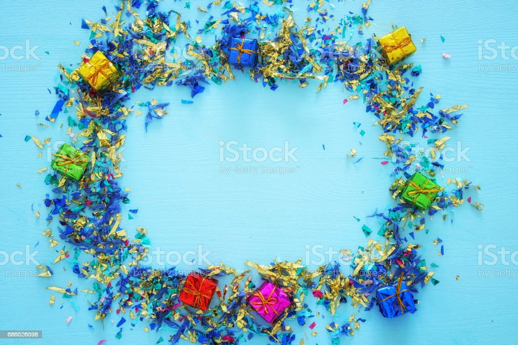 party blue background with colorful confetti foto stock royalty-free